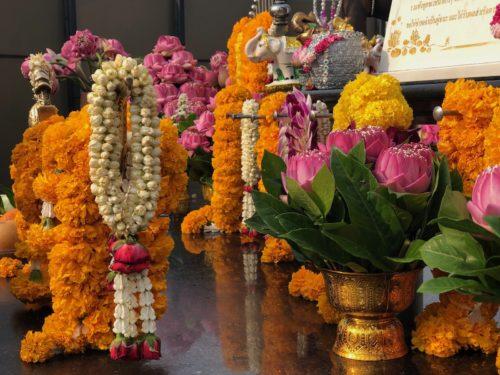 ラクシュミーに供えられた花
