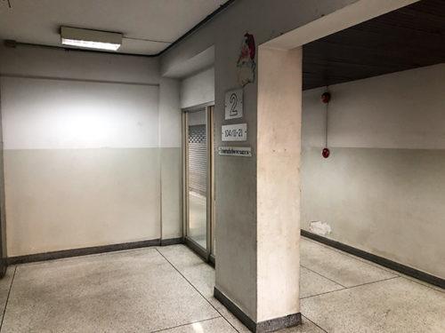 カルワビル2階のエレベーターホール
