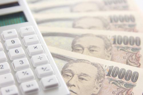 コストイメージ(電卓と一万円札)