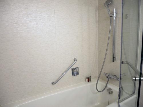 バスタブとシャワー
