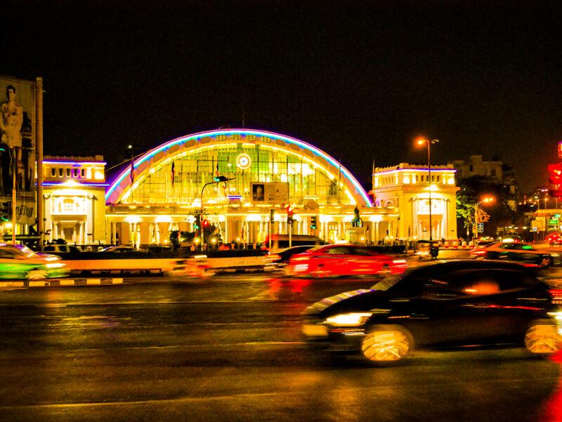 夜のフアランポーン駅舎