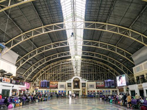 フアランポーン駅の待合スペース(昼)