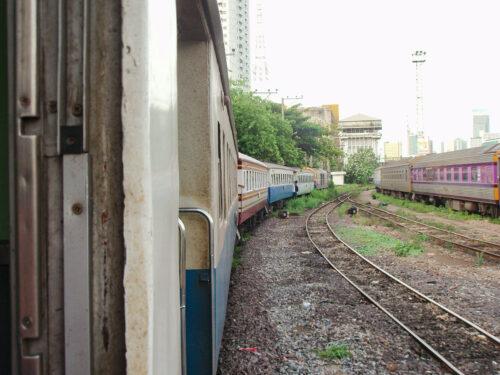 フアランポーン駅を出発(2012年)