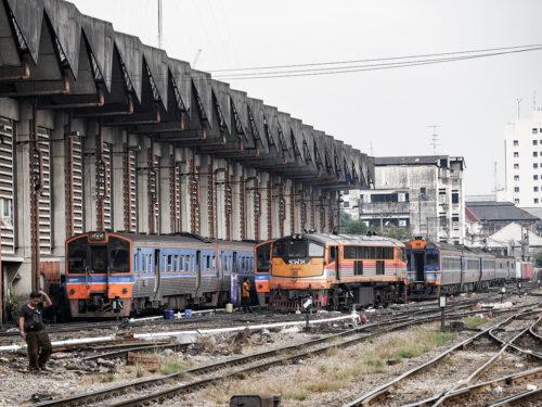 修理中のタイ国鉄車両